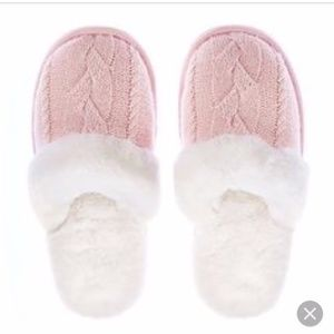 """Victoria's Secret Cable Knit Slippers """"NEW"""""""